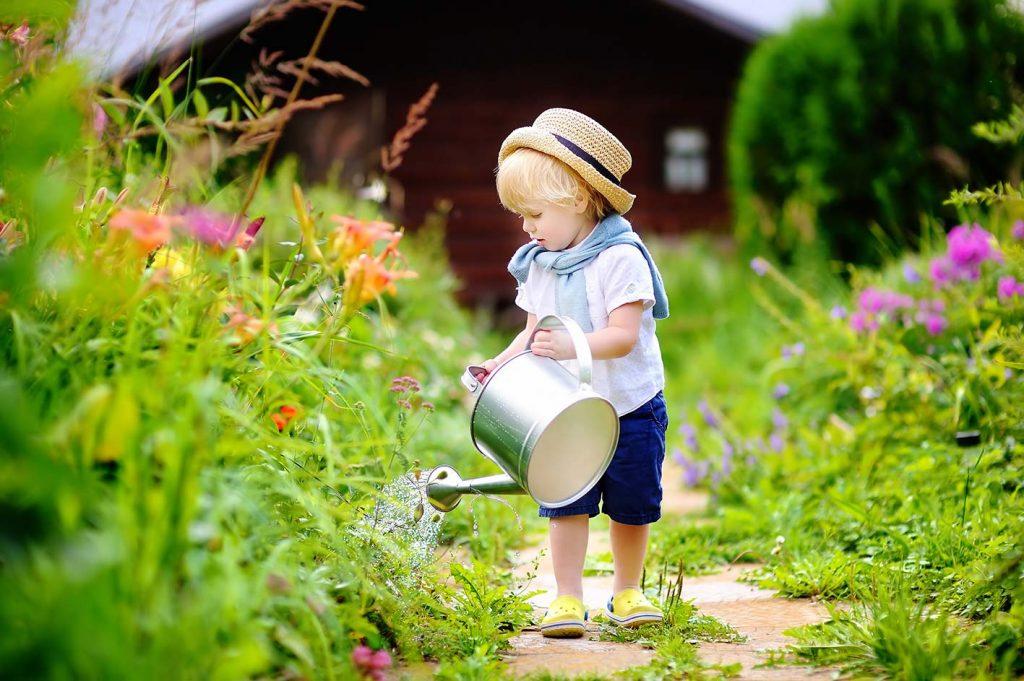 bambino giardino